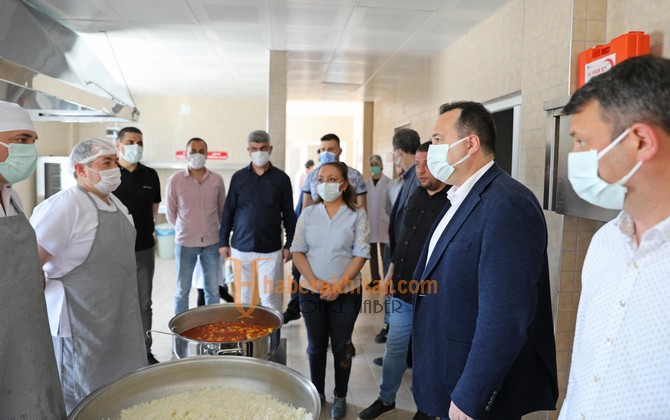 Akhisar Belediyesi Aşevinde Kazan Kaynamaya Başladı