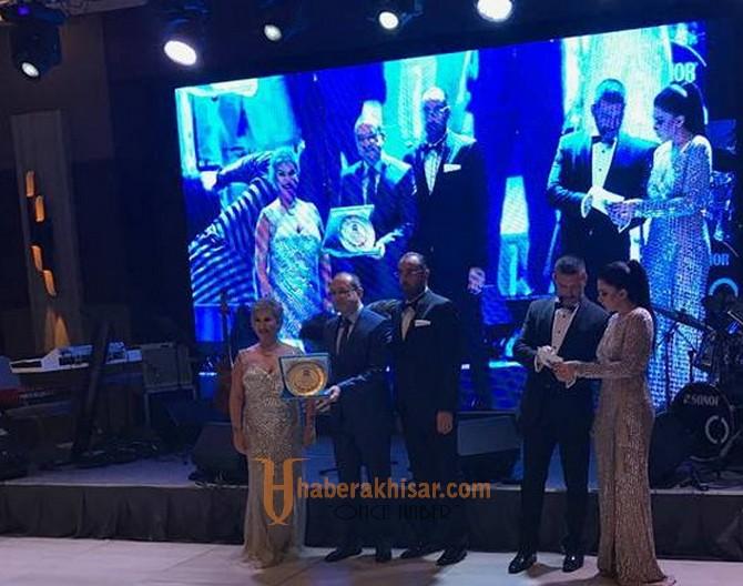 Down Sendromu Federasyonu'ndan, Belediye Başkanı Salih Hızlı'ya ödül
