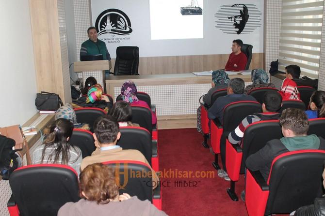 İlçe Tarım ve Halk Eğitimden Üreticilere Süt Sığırcılığı Kursu