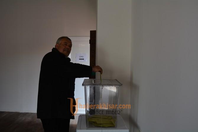 Alhat yeniden başkan seçildi