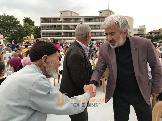Akhisarlılar Mahalle iftarlarında kenetleniyor