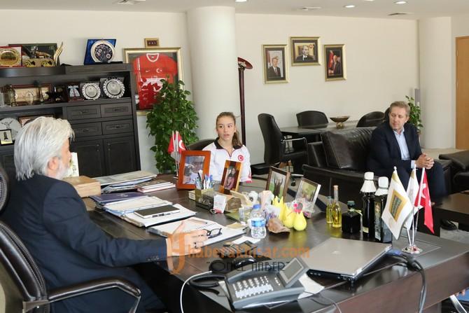 Ayşe Begüm Onbaşı'dan Belediye Başkanı Salih Hızlı'ya ziyaret