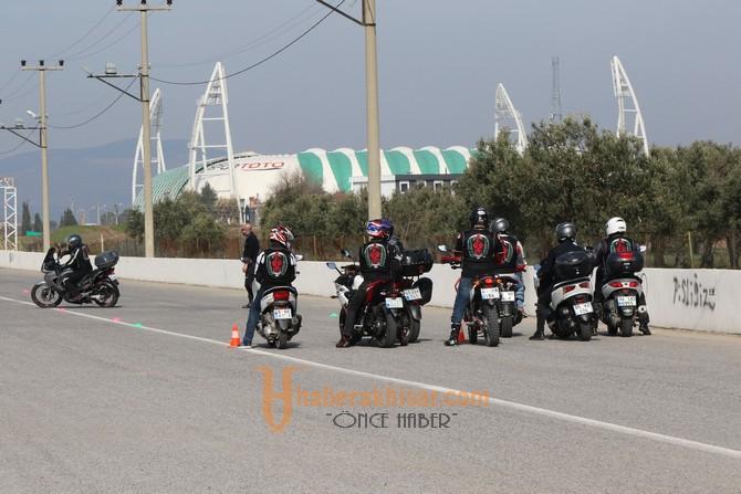 Akhisarlı motosikletçiler güvenlik ve ileri sürüş eğitimi sona erdi