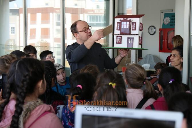 Akhisar Namık Oğul İlkokulu öğrencileri şehrini keşfetti