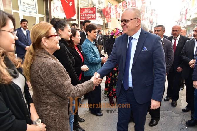 Akhisar'da Başkan Ergün'e Sıcak Karşılama