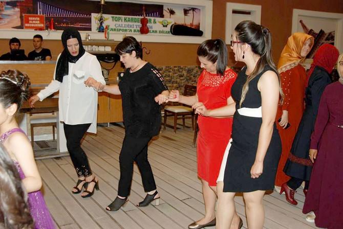 Öğrenciler Mezuniyetlerini Kutladı