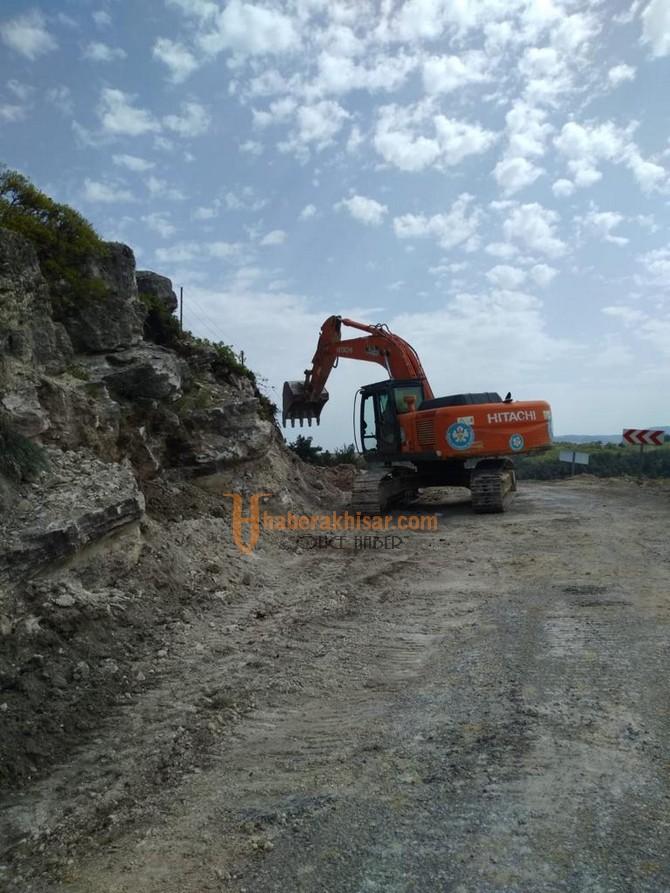 Akhisar'da Yol Yapım Çalışmaları Sürüyor