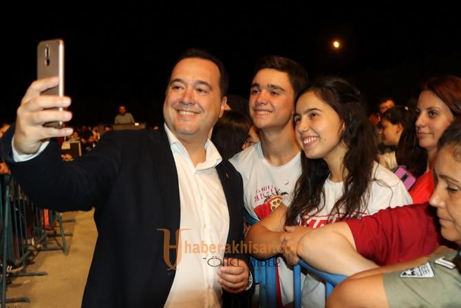 Akhisar'ın Kurtuluş Günü'nde Haluk Levent'ten tarihi konser