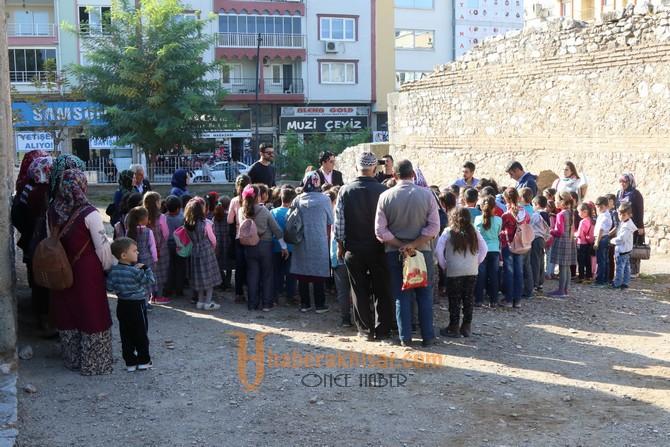 Akhisarlı Öğrenciler Şehrini Keşfediyor