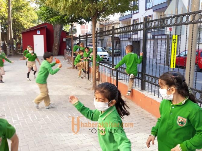 Gazi Okulunda 'Maskeni Tak Farkındalık Yarat' Kampanyası