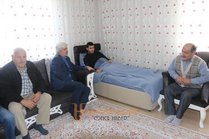 Akhisar Belediye Başkanı Salih Hızlı'dan yaralı askere ziyaret