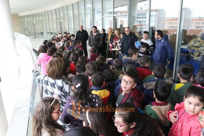 Akhisar Zübeyde Hanım İlkokulu 3.sınıf öğrencileri şehrini keşfetti