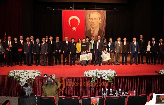 Doğan Ensivri̇ İzmir'de Akhisar'ın Gururu Oldu
