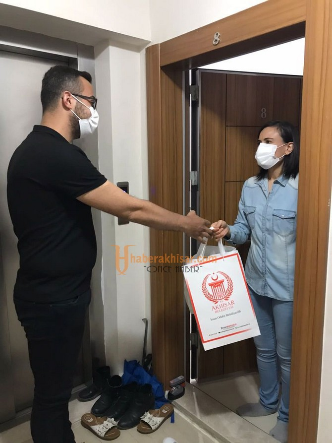 Akhisar Belediyesi, Kadir Gecesi'nde Şehit Ailelerini Unutmadı