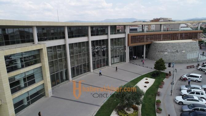 Akhisar Belediyesi, bayram öncesi çalışanlarını sevindirdi