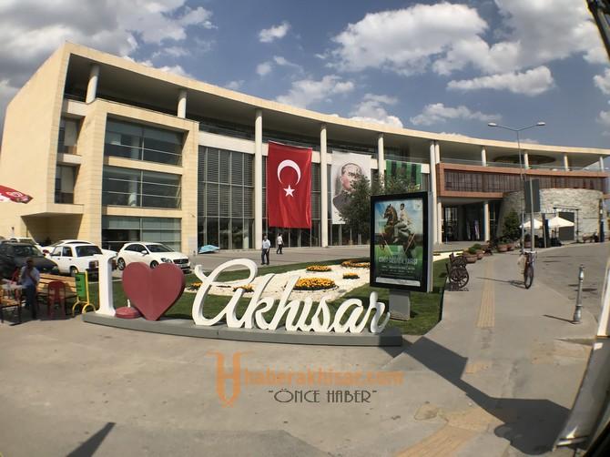 Akhisarlılar final heyecanına belediye önünde ortak olacak