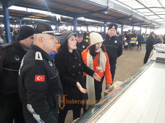 Akhisar'da zabıta ekiplerinden pazar denetimi