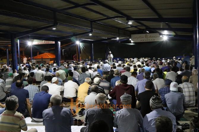 Kadir Gecesi özel programına Akhisarlılar büyük ilgi gösterdi