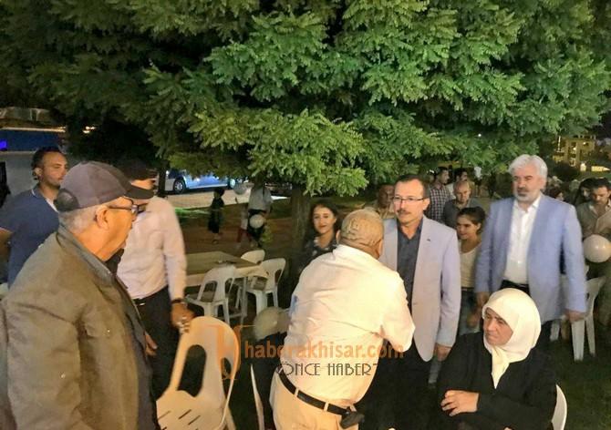 Milletvekili Uğur Aydemir, Akhisar'da MHP Milletvekili Erkan Akçay ile birlikte destek istedi