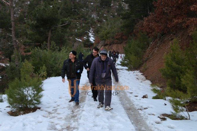 Akhisarlılar sağlıklı yaşam için doğa yürüyüşünü tercih ediyor