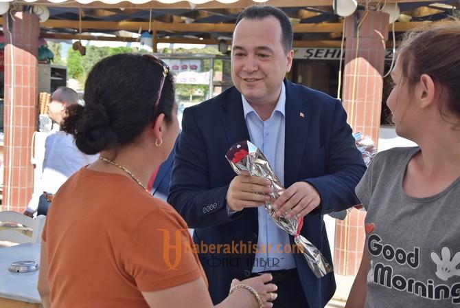 Başkan Dutlulu'dan Anneler için karanfil