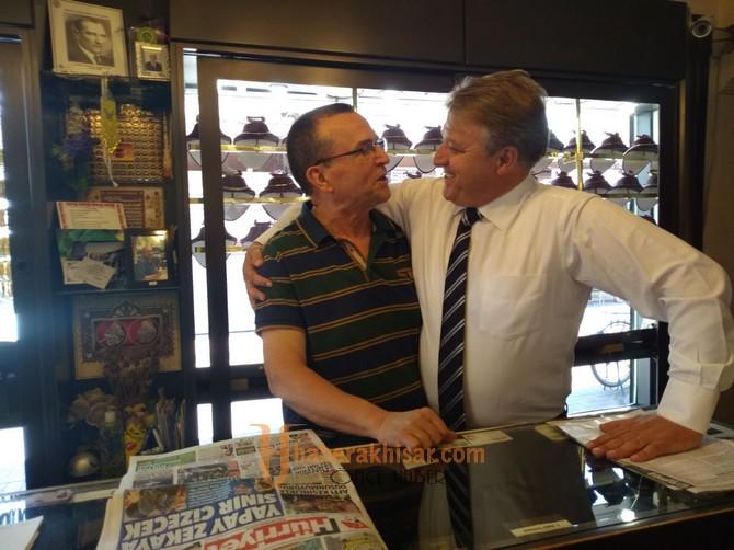 AK Parti Aday Adayı Karaoğlu'ndan Merkez Çarşı Ziyareti