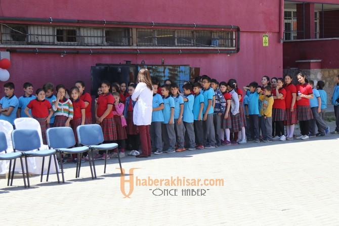 Akhisar Atatürk Ortaokulu TÜBİTAK sergisi görülmeye değerdi