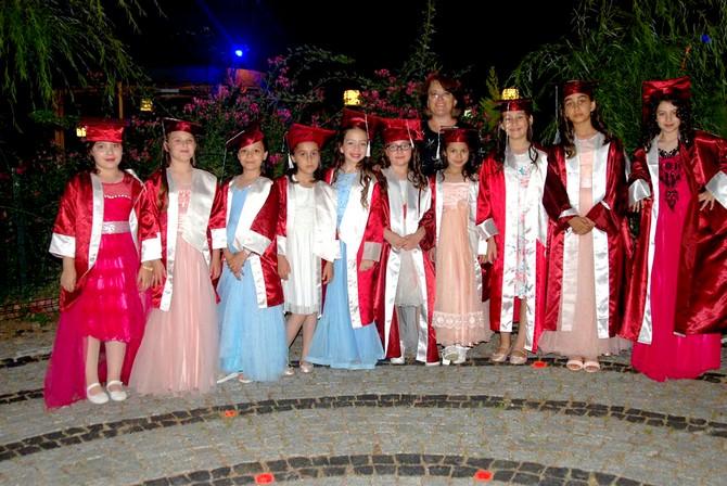 Öğrencilerin eğlence dolu mezuniyet gecesi