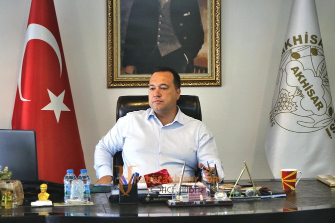 Akhisar'ı temsil eden Halk Oyunları Grubu'ndan Başkan Dutlulu'ya teşekkür