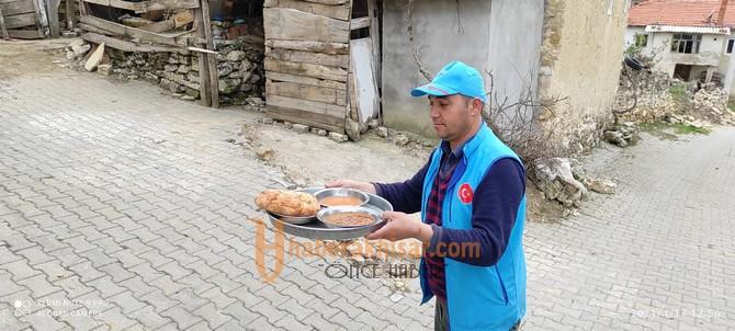 Fedakar Din Görevlilerinden İhtiyaç Sahiplerine İftar Yemeği