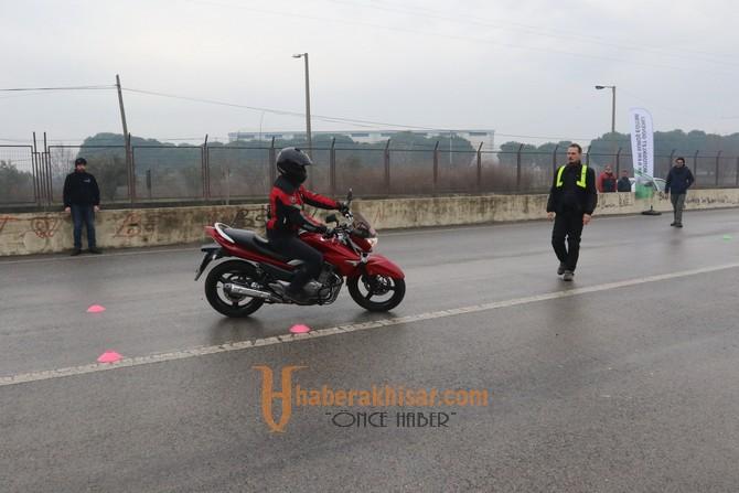 Akhisarlı motosikletçiler güvenlik ve ileri sürüş eğitimi aldı