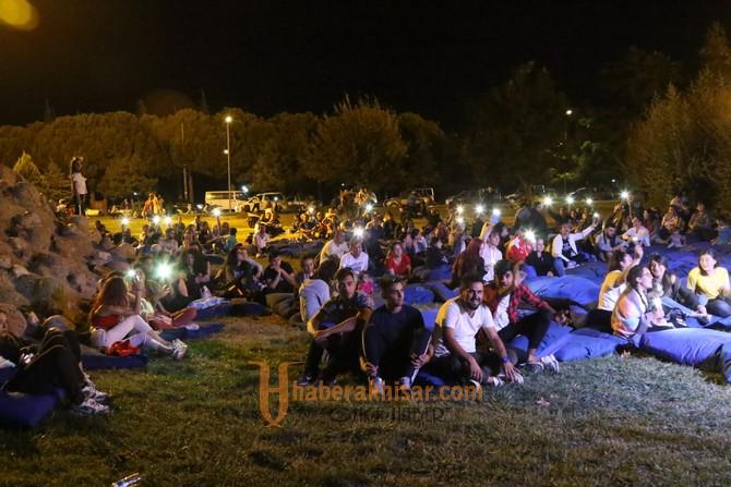 Akhisar Açık Hava Konseri dün geceye renk kattı