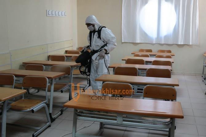 Akhisar'da Okullar YKS Öncesi Dezenfekte Edildi