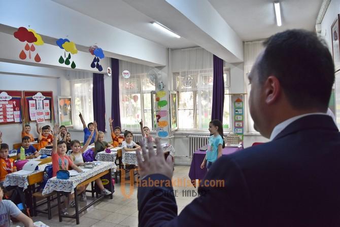 Başkan Dutlulu, genç yazarların imza törenine katıldı